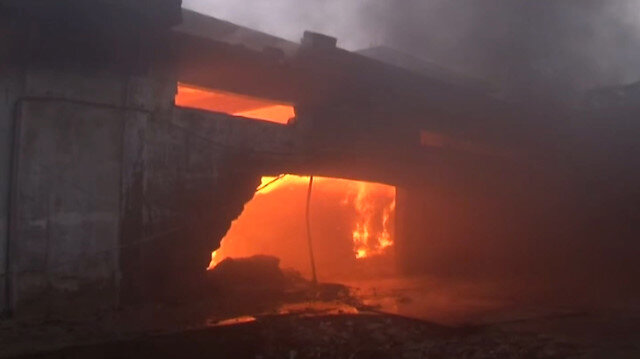 Pakistan'da tekstil fabrikasında yangın çıktı
