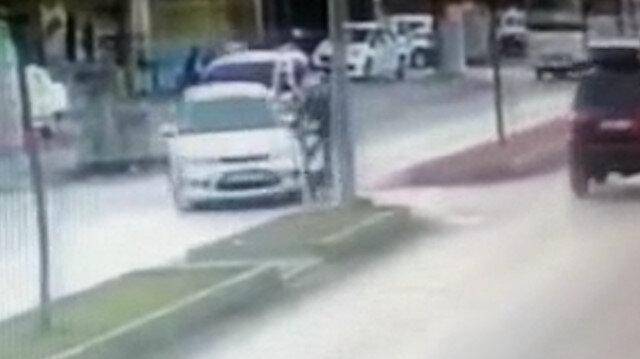 Motosiklet sürücüsü kaskla hayata tutundu