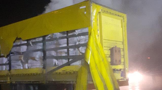 Bolu'da tekstil ürünü yüklü TIR'ın dorsesi yandı
