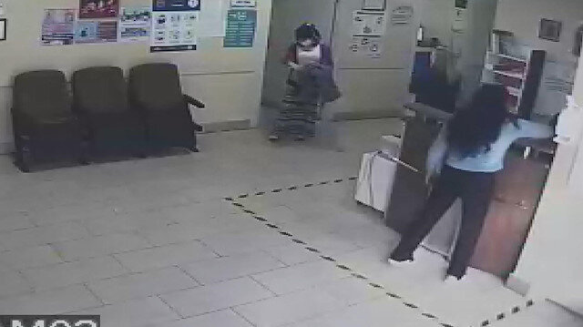 Esenyurt'ta sağlık çalışanının telefonunu çalan iki kadın hırsız kamerada