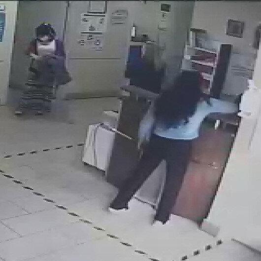 Esenyurtta sağlık çalışanının telefonunu çalan iki kadın hırsız kamerada