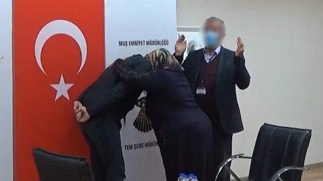 Muş'ta terör örgütü PKK'dan kaçarak teslim olan terörist, ailesiyle buluşturuldu