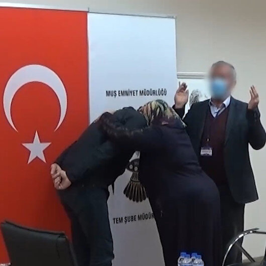 Muşta terör örgütü PKKdan kaçarak teslim olan terörist, ailesiyle buluşturuldu