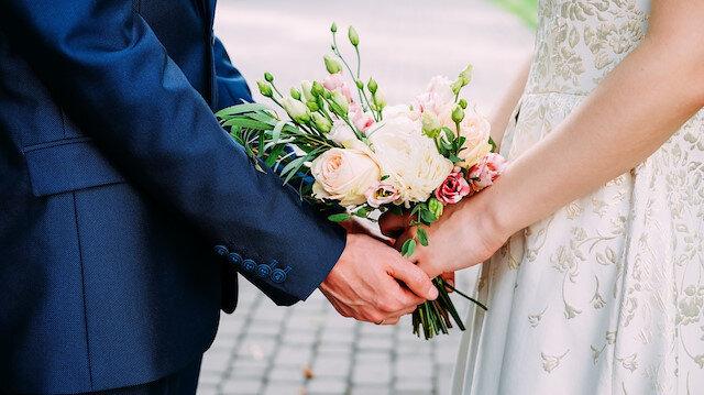 Düğünlere korona engeli: Gelin ve damatlar saat 18.30'dan sonra 'evet' diyemeyecek