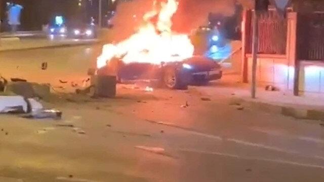 Ataşehir'de kaza yapan lüks otomobil alev alev yanarak hurdaya döndü