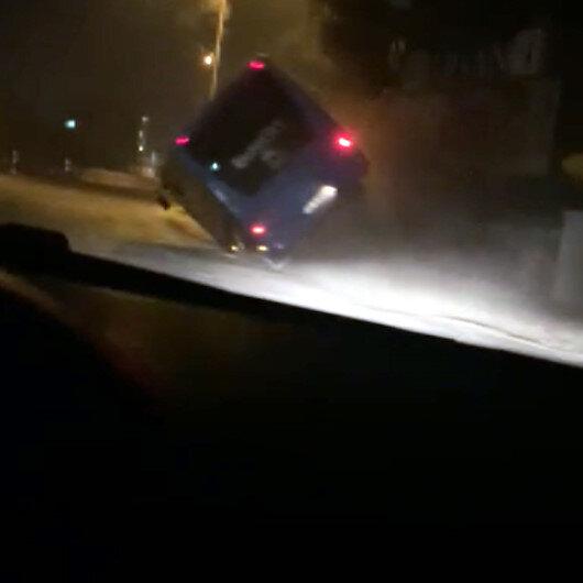 Kahramanmaraşta 4 genç, çaldıkları midibüsle kaza yapınca yakalandı