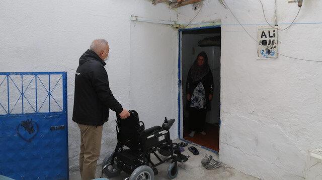 Niğde Belediye Başkanı Özdemir'den kas hastası çocuğa akülü araç hediyesi