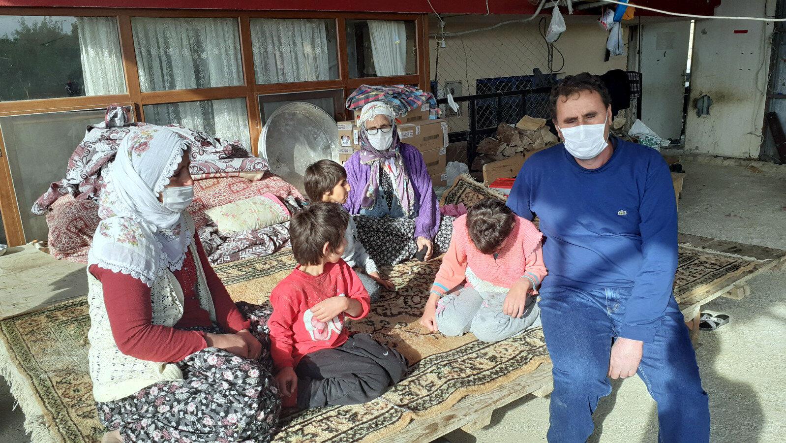 Talihsiz çocuğun babası Veli Dın (43), engelli 3 kızı olduğunu, engelli olmayan tek çocuğunun ise koronavirüs yüzünden öldüğünü söyledi.