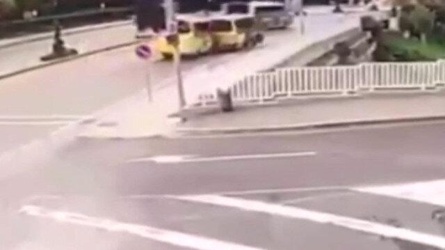 Küçükçekmece'de minibüslerin çarpışma anı kamera