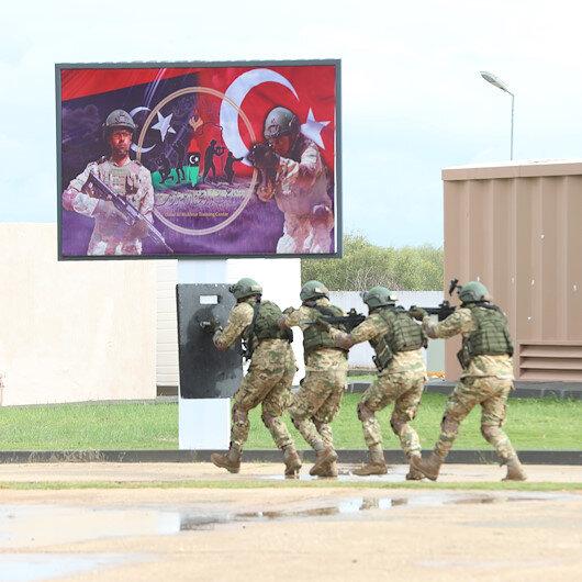 Mehmetçikten Libya ordusuna askeri eğitim: İlk mezunlar tören alanında becerilerini gösterdi