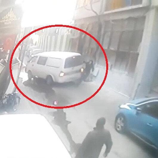Bursa'da geri manevra yapan minibüs adama çarptı