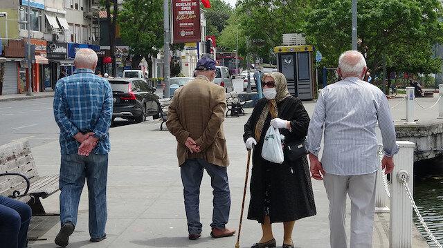 Bakan Koca'dan yaşlılara kısıtlama uyarısı: Mesaj yerini bulsun