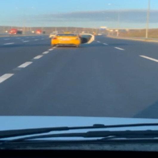 Taksici arka kapısı açık halde kilometrelerce yol gitti