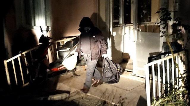 Evinde  yakalanan yaşlı adam yurda götürülerek karantinaya alındı.