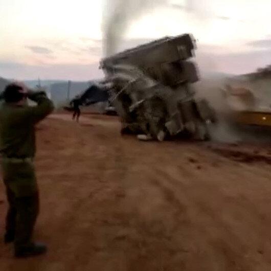 İsrail ordusuna ait tank, taşıyıcıya yüklendiği sırada devrildi