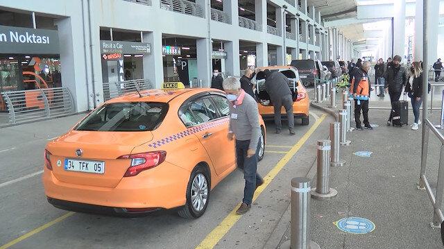 Taksici aracında unutulan 300 bin euro'yu sahibine teslim etti
