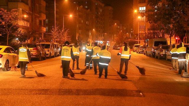 Van'da temizlik işçileri cadde ve sokakları şarkı söyleyerek temizledi