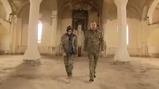 İlham Aliyev ve eşi Mihriban Aliyeva Ağdam'daki Cuma Mescidi'ni ziyaret etti