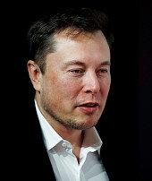 Elon Musk zirveye tırmanıyor