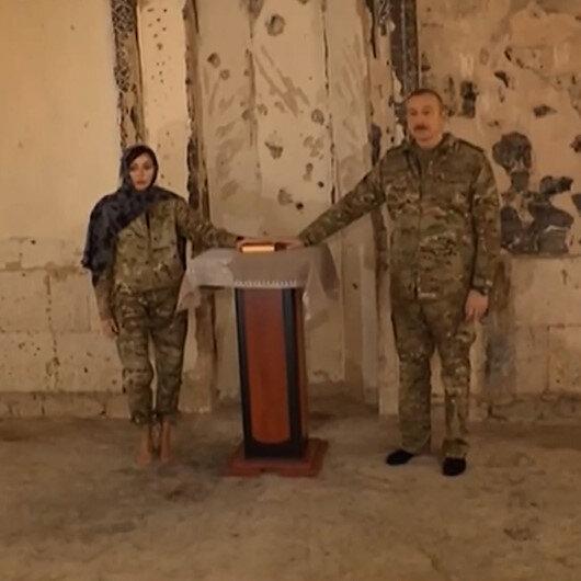 Aliyevden Ağdam Camisine ziyaret: Mekkeden getirdiği Kuran-ı Kerimi bağışladı