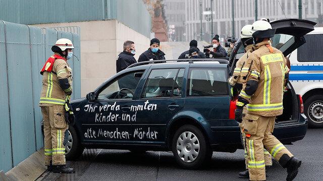 Merkel'e şok: Bakanlar kurulu toplantısındayken saldırıya uğradı