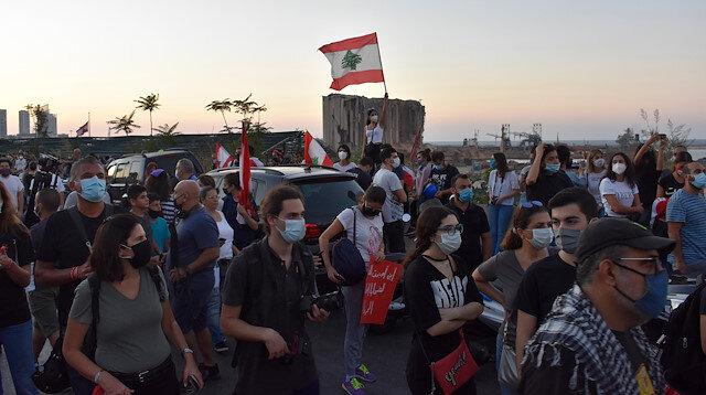 Lübnan'da Beyrut Limanı'ndaki patlamayla ilgili soruşturmanın gecikmesi protesto edildi