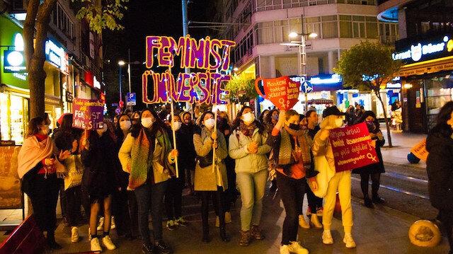 Koronavirüsü umursayan yok: Üniversiteli Kadın Kolektifi yasakları çiğneyip kol kola yürüdü