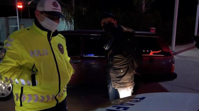 """Aksaray'da yoklama kaçağı ve aracı sigortasız sürücü """"Köpek gibi yalvarıyorum çek"""" deyip poz verdi"""