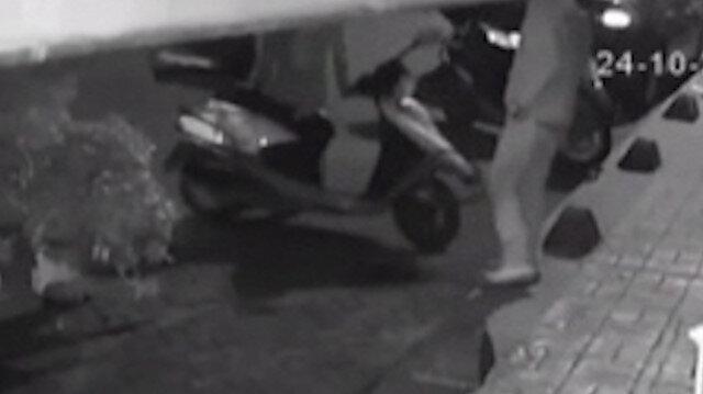 Beyoğlu'nda motosikleti 20 saniyede çalan hırsızlar kamerada