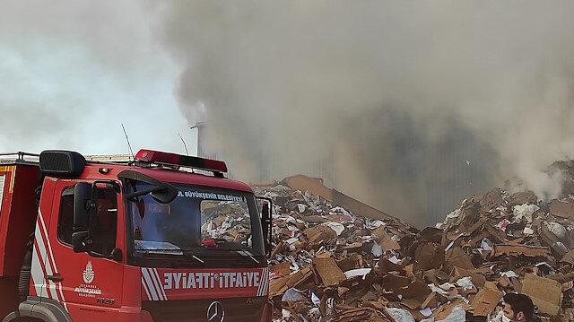 Zeytinburnu'nda geri dönüşüm tesisinde yangın çıktı