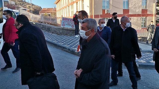 Şehit babasına değil tüm şehitlere açılmış bir dava: CHP'lilerin şehit babasına açtığı dava ertelendi