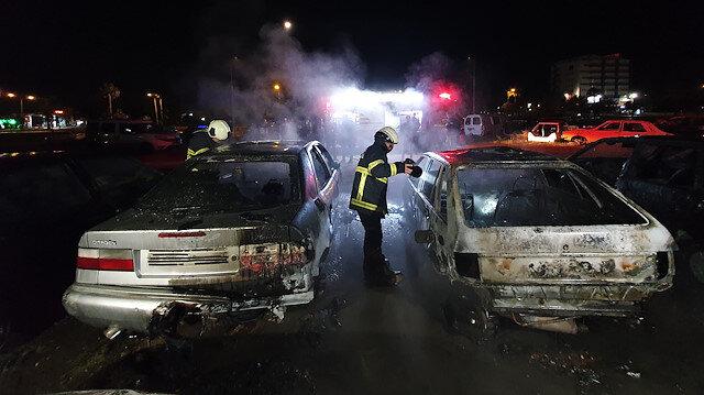 Adana'da depodaki 3 hurda araç yanarak küle döndü