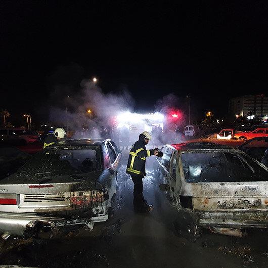 Adanada depodaki 3 hurda araç yanarak küle döndü