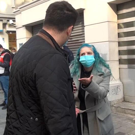 Ceza yazmak isteyen polislerin şov yaptığını iddia eden kadın, vatandaşları da çileden çıkardı