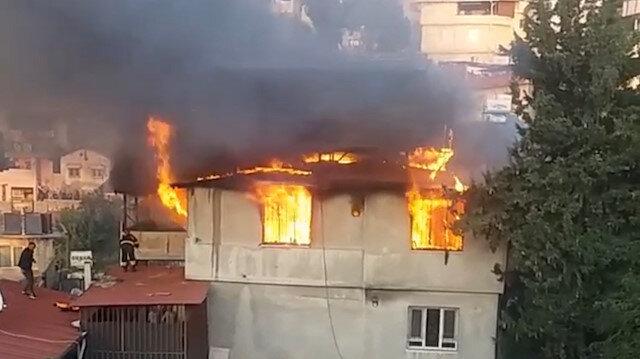 Hatay'da 2 katlı ev alev alev yandı