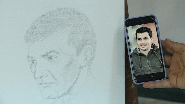 Adana'da ressam, sadece sesini duyduğu kişinin resmini çizebiliyor