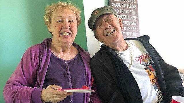 47 yıllık evli çift aynı anda koronavirüsten hayatını kaybetti