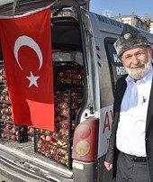 Fırat, Zeytin Dalı, Kıran... Askerlere elma taşıyor