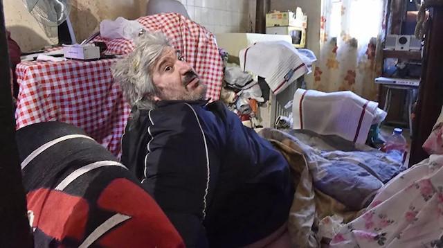 300 kilo ağırlığındaki adam evinde mahsur kalınca vinçle kurtarıldı