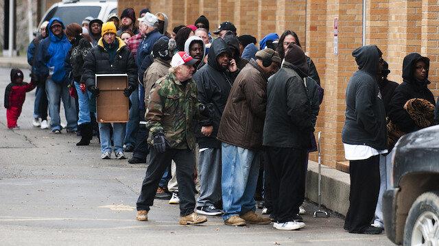 Zengin New Yorklular koronavirüs testi kuyruklarında sıra beklemek için 80 dolara adam kiralıyor