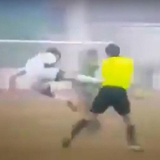 Neftchi Fergana, Turon Yaypan maçında yanlış karar veren hakeme futbolcudan uçan tekme
