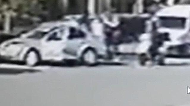 Antalya'da 'Polis' olduğunu söyleyen kişi otomobille önünü kestiği motosikletliyi darp etti