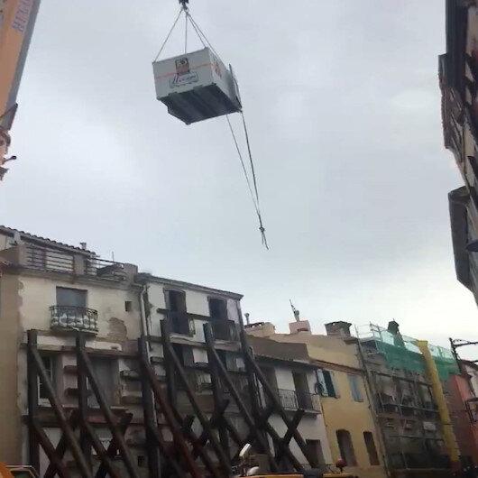 Fransada 300 kiloluk adama vinçli kurtarma operasyonu
