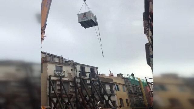 Fransa'da 300 kiloluk adama vinçli kurtarma operasyonu