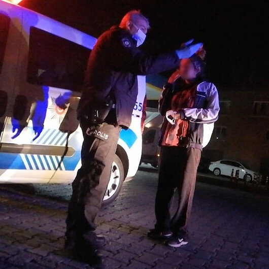 Alkollü kadın polislere zor anlar yaşattı
