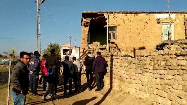 Deprem sonrası ekipler Kayabağlar beldesinde hasar tespit çalışması yaptı