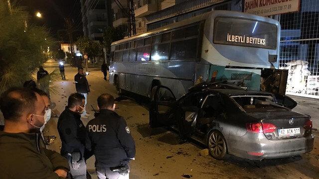 Servis otobüsüne çarpan otomobilin sürücüsü ağır yaralandı