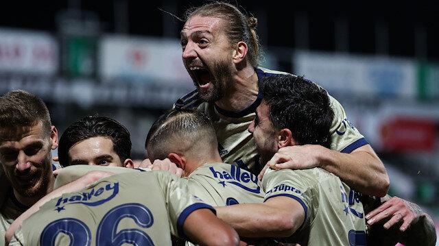 Altay Bayındır Denizli deplasmanında duvar oldu: 10 kişi kalan Fenerbahçe kazandı