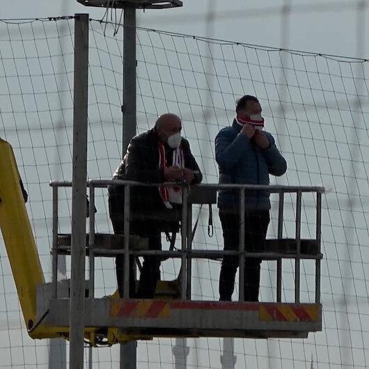 Şaşkına çeviren görüntü: Boluspor Başkanı Abat, ceza alınca maçı vinçten izledi