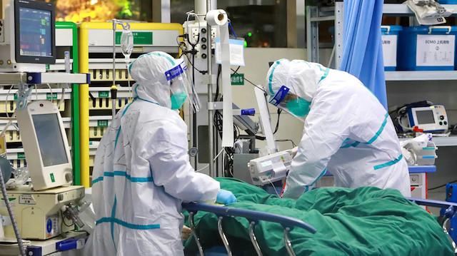 İtalya'da son 24 saatte koronavirüsten 887 kişi öldü